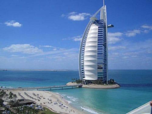 Khách sạn Burj Al Arab ở Dubai.