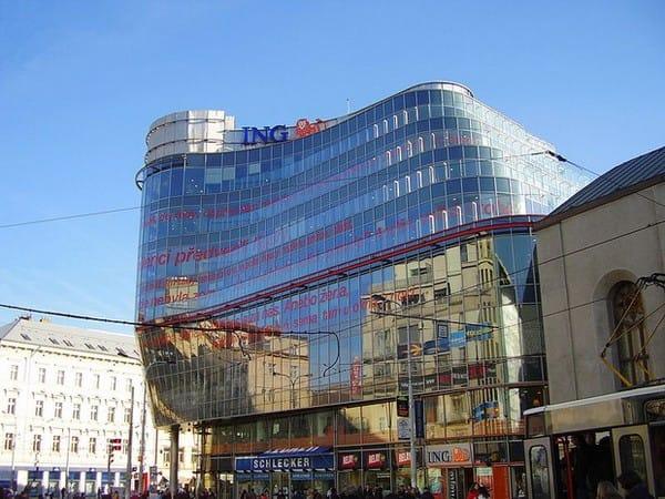 Tòa nhà văn phòng Zlatý Andel (2001) - Praha