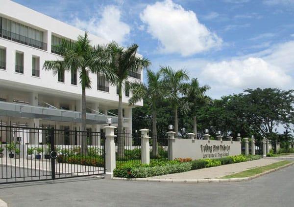 Cổng chính của trường