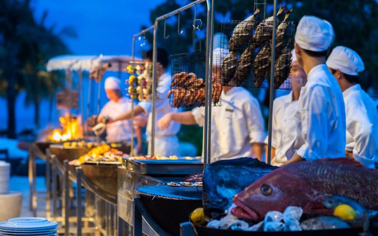 Các phòng đều có ban công, phần lớn có thể nhìn ra biển. Ngoài ra, ẩm thực của resort cũng được đánh giá cao. Ảnh: Hyatt Regency Danang.