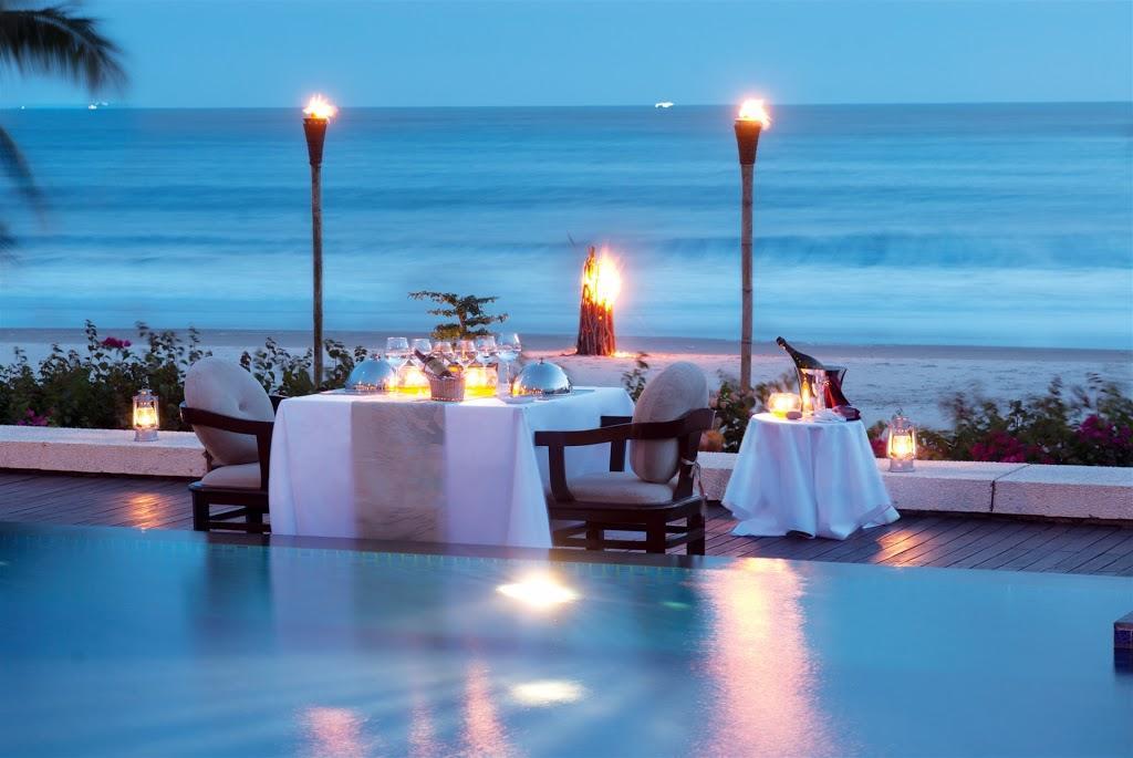 Nội thất tuyệt đẹp cùng nhà hàng lãng mạn cạnh bãi biển khiến Princess d'Annam chiếm trọn cảm tình của du khách và được đánh giá 5 sao trên nhiều trang đặt phòng uy tín của thế giới. Ảnh: Princess d'Annam Resort & Spa.