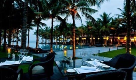 Nam Hải (Hội An): Đây là khu nghỉ dưỡng toàn biệt thự nằm cạnh Hà My, một trong những bãi biển đẹp nhất Việt Nam. Kiến trúc độc đáo của khu nghỉ dưỡng này lấy cảm hứng từ lăng vua Tự Đức tại Huế. Ảnh: Nam Hai Resort.