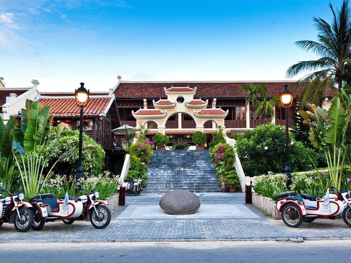 Victoria Hoi An Beach (Hội An): Cách trung tâm Hội An chưa đầy 5 km, khu nghỉ dưỡng này được xây dựng mô phỏng theo một làng chài truyền thống của Việt Nam. Ảnh: Victoria Hoi An Beach.