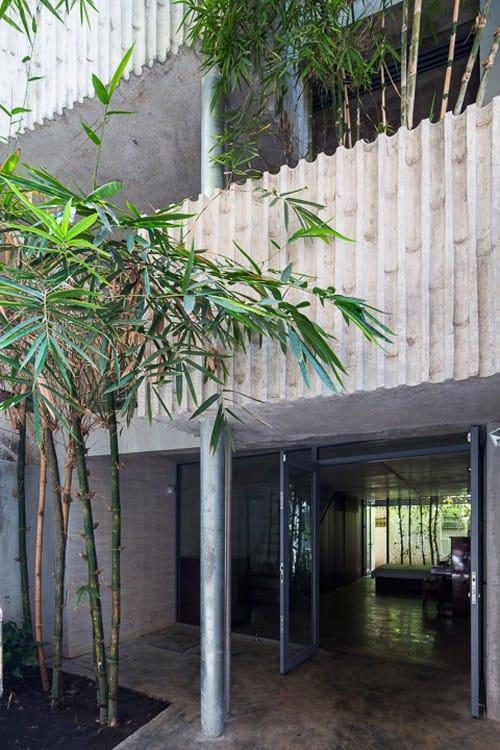 Gia chủ nước ngoài trồng trúc kín nhà 4 tầng ở Sài Gòn