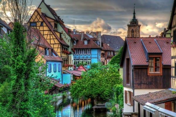 Vẻ lãng mạn dân dã của thị trấn Colmar, Pháp.