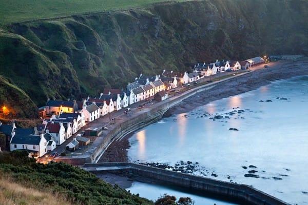 Làng chài ven biển ở Scotland, nơi nuôi dưỡng những ước mơ chinh phục biển cả.