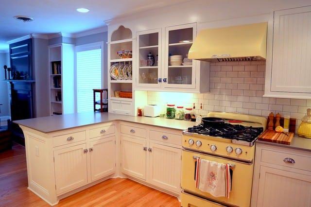 Gam màu vàng mang đến vẻ đẹp ấm cúng, thanh lịch cho căn bếp.