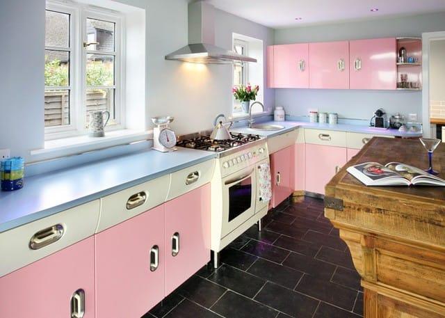 Bếp đẹp hơn khi kết hợp nhiều gam màu pastel.