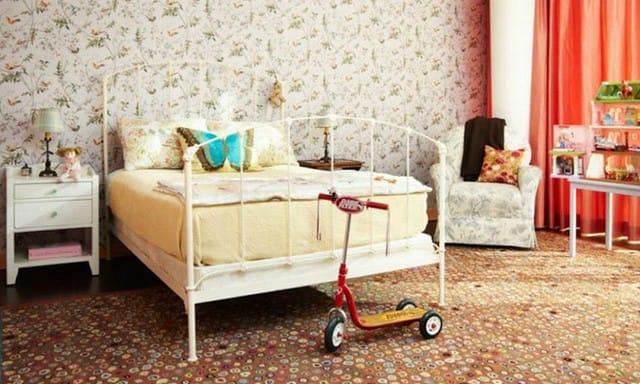 12. Phòng ngủ này hoàn hảo từ đầu đến cuối. Từ dán tường đến thảm màu nâu sẫm, căn phòng mang hơi thở của phong cách thời trang cổ điển. Hình ảnh duy nhất cho thấy nét hiện đại là màn cửa màu cam sáng.