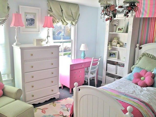15. Màu sắc pastel là sự lựa chọn tuyệt vời cho các bậc cha mẹ muốn trang trí cho phòng trẻ em của mình theo phong cách thời trang viNtage. Sự hấp dẫn của một phòng ngủ như vậy không phổ biến bởi vì chúng được lấy cảm hứng từ năm 1950. Nhưng chính điều đó lại giúp nó trở nên độc nhất, vô nhị.