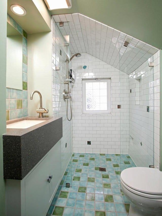 10. Với một không gian eo hẹp thế này việc thay thế bồn tắm bằng vòi sen đứng là một lựa chọn hoàn toàn đúng đắn.