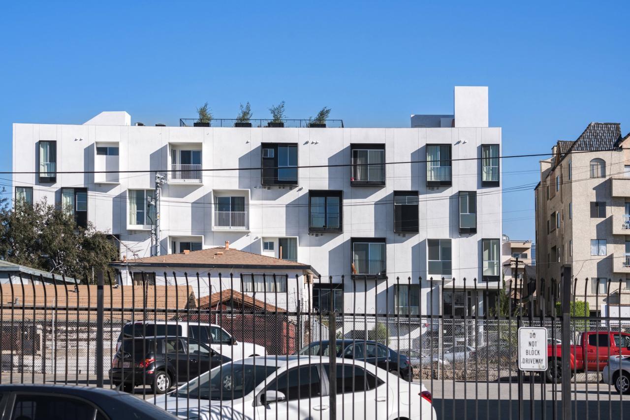 """Ấn tượng tòa nhà nhiều """"ban công lồi"""" ở Los Angeles"""