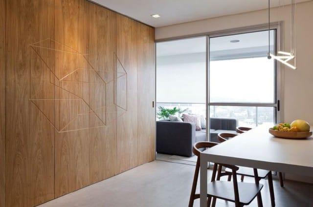 Góc ban công được sử dụng như một phòng khách thu nhỏ với bàn ghế thoải mái và tầm nhìn tuyệt vời.