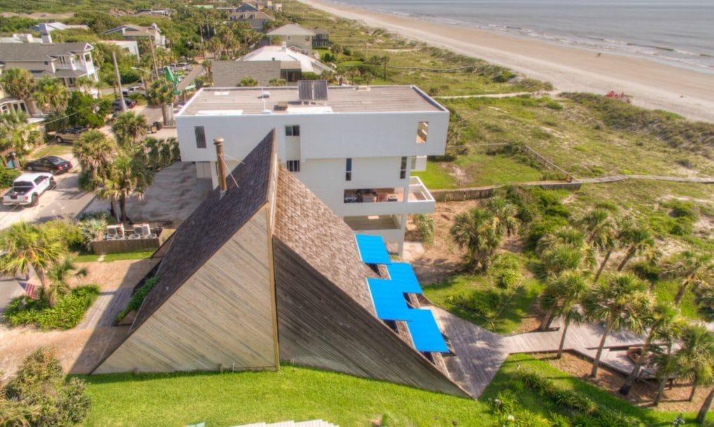 Khám phá nhà hình kim tự tháp áp đồi giáp biển