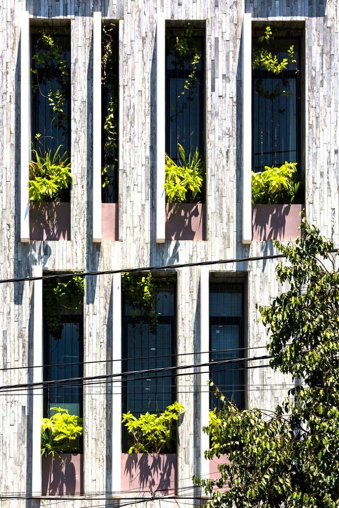 Căn nhà Việt gây ngỡ ngàng vì có công viên tuyệt đẹp trên sân thượng và ngay giữa nhà - 8