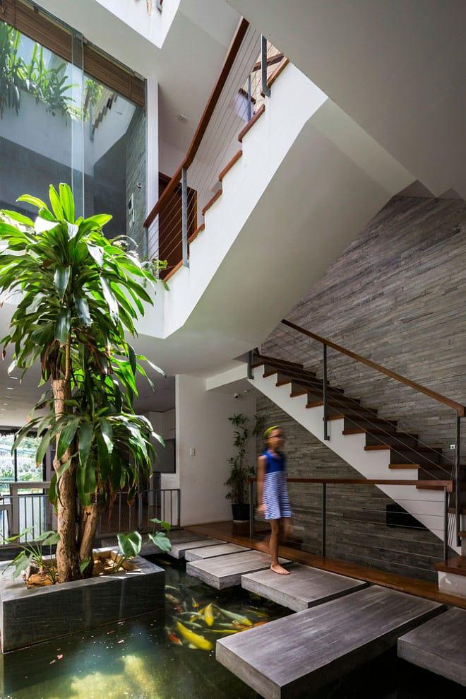 Căn nhà Việt gây ngỡ ngàng vì có công viên tuyệt đẹp trên sân thượng và ngay giữa nhà - 10