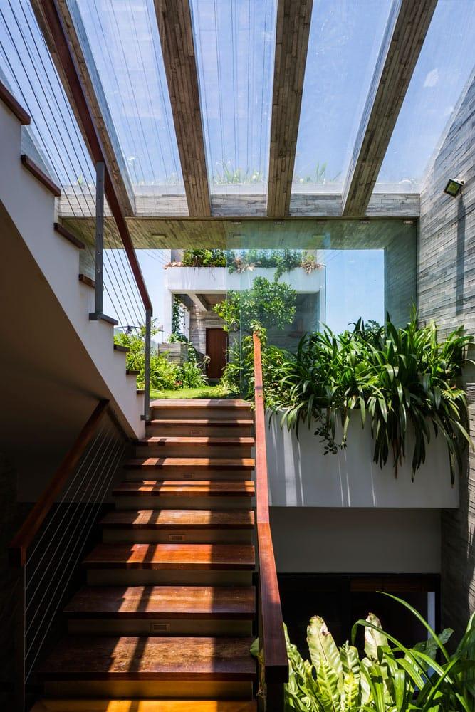 Căn nhà Việt gây ngỡ ngàng vì có công viên tuyệt đẹp trên sân thượng và ngay giữa nhà - 4