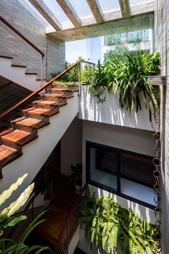 Căn nhà Việt gây ngỡ ngàng vì có công viên tuyệt đẹp trên sân thượng và ngay giữa nhà - 13