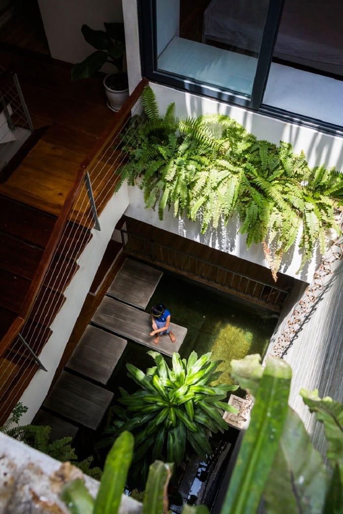 Căn nhà Việt gây ngỡ ngàng vì có công viên tuyệt đẹp trên sân thượng và ngay giữa nhà - 11