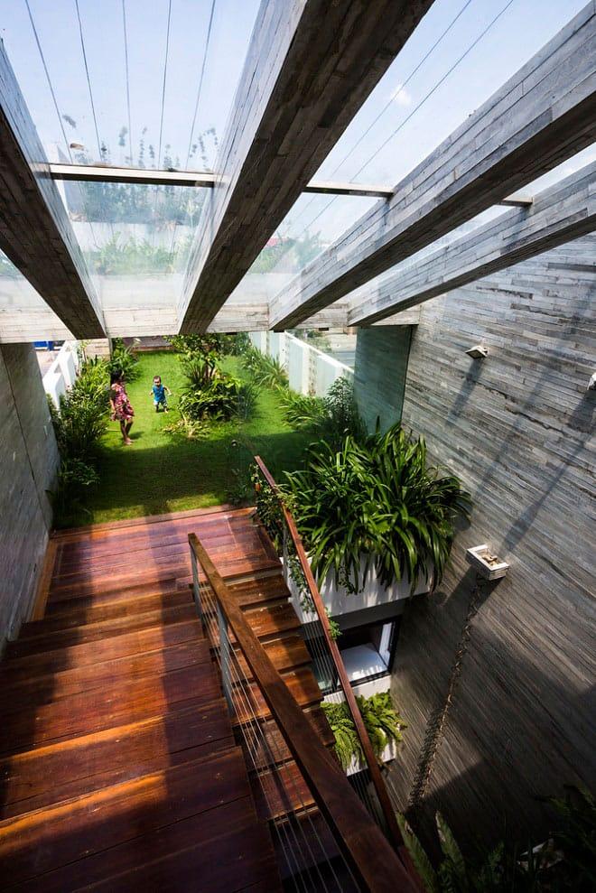Căn nhà Việt gây ngỡ ngàng vì có công viên tuyệt đẹp trên sân thượng và ngay giữa nhà - 3