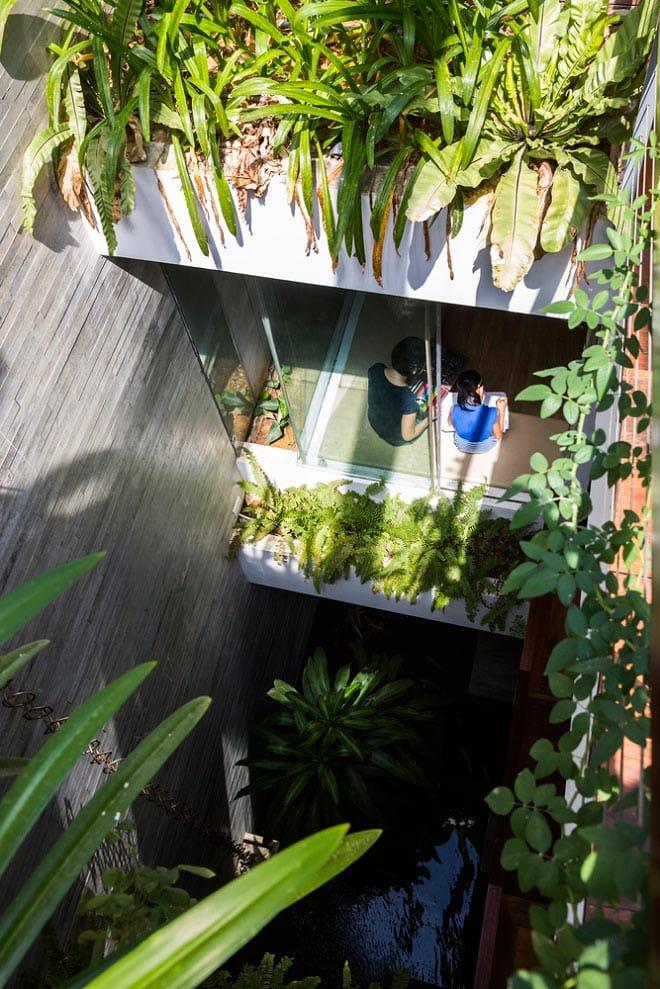 Căn nhà Việt gây ngỡ ngàng vì có công viên tuyệt đẹp trên sân thượng và ngay giữa nhà - 5