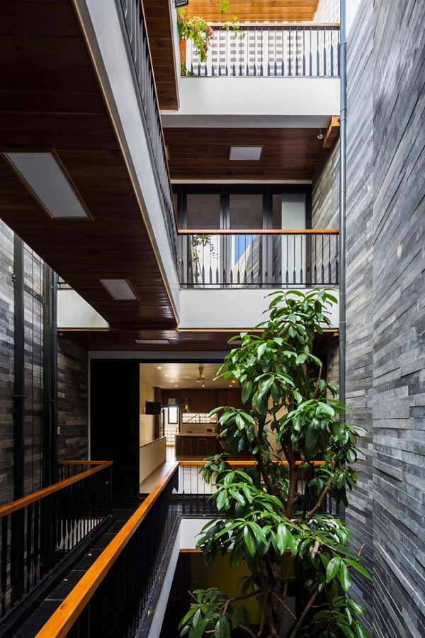 Nhà ống 4 tầng mà đẹp như resort nhờ cây xanh mọc khắp nhà - 15