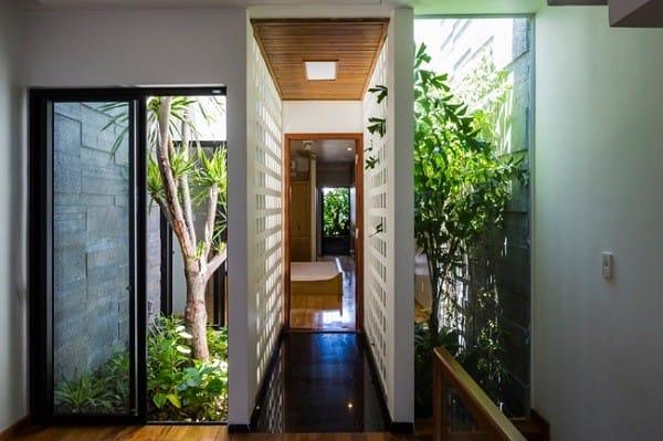 Nhà ống 4 tầng mà đẹp như resort nhờ cây xanh mọc khắp nhà - 16