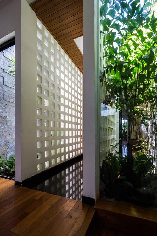 Nhà ống 4 tầng mà đẹp như resort nhờ cây xanh mọc khắp nhà - 4