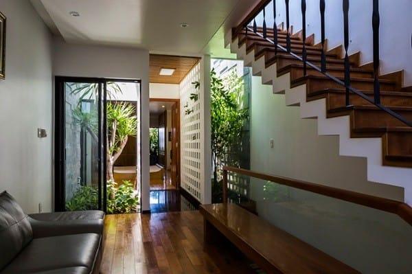Nhà ống 4 tầng mà đẹp như resort nhờ cây xanh mọc khắp nhà - 7