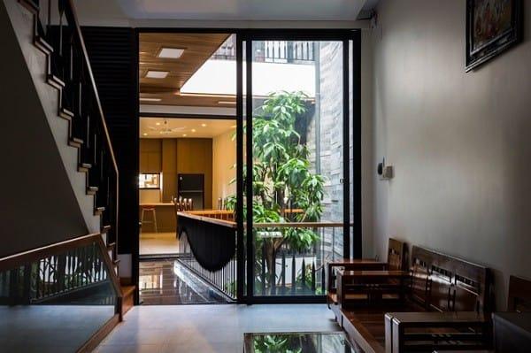 Nhà ống 4 tầng mà đẹp như resort nhờ cây xanh mọc khắp nhà - 8