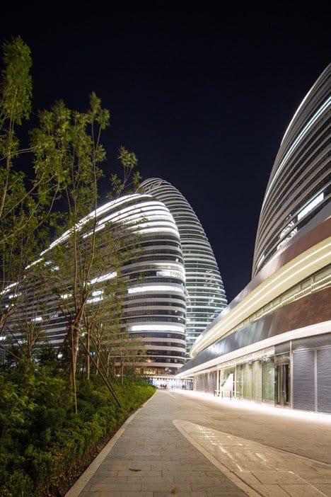 Ấn tượng ba tòa tháp khổng lồ hình sỏi ở Bắc Kinh