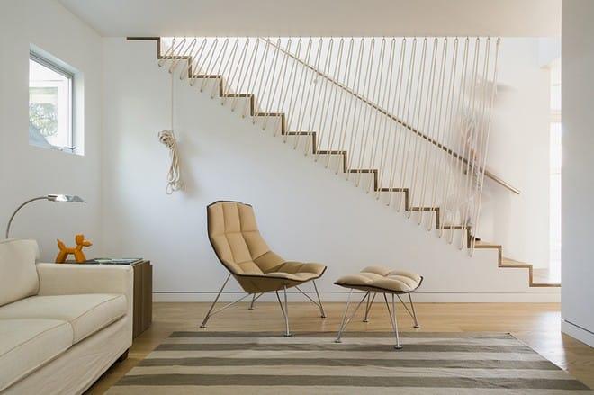 Không gian sống của gia đình thêm đẹp với mẫu cầu thang dây vô cùng độc đáo - Ảnh 1.
