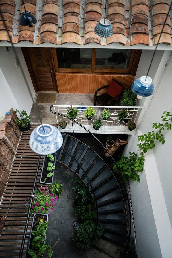 """""""Nhà nằm trong nhà"""" ở Sài Gòn xuất hiện đầy ấn tượng trên báo Mỹ - 11"""