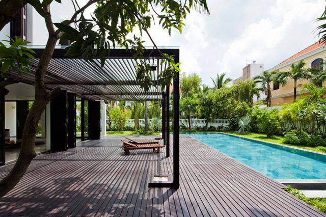 Thay tường thô cứng bằng vườn treo, biệt thự Việt đẹp ngỡ như ở trời Tây - 2