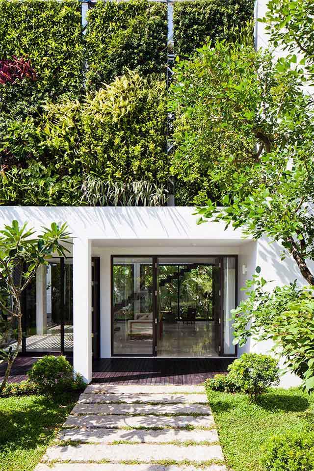 Thay tường thô cứng bằng vườn treo, biệt thự Việt đẹp ngỡ như ở trời Tây - 7