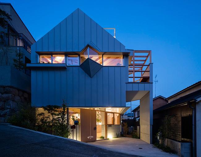 Nhà 2 tầng gây xôn xao giới kiến trúc vì thiết kế... lạ - 1