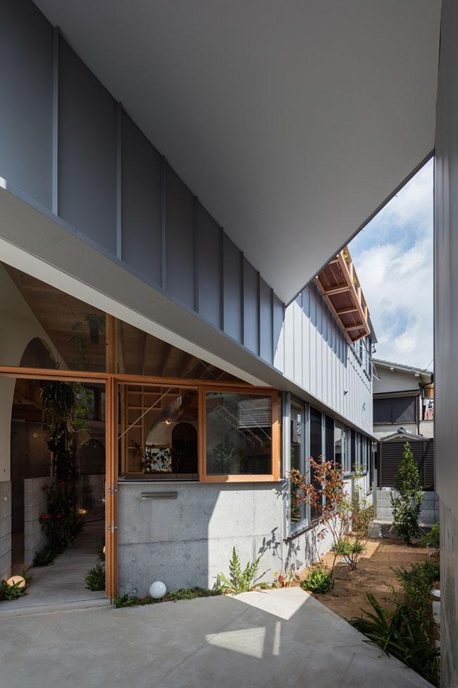 Nhà 2 tầng gây xôn xao giới kiến trúc vì thiết kế... lạ - 18