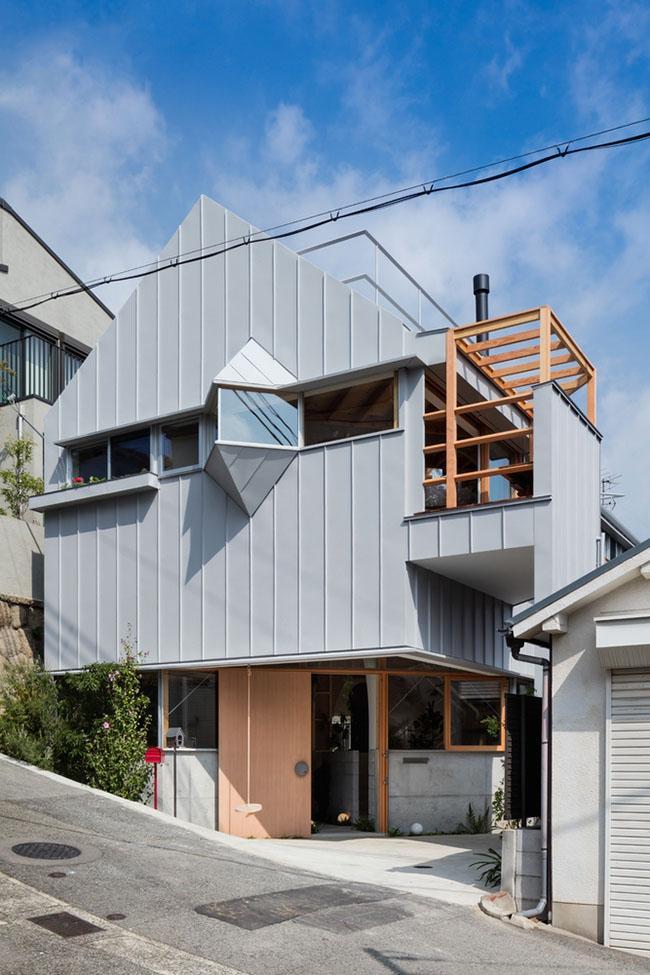 Nhà 2 tầng gây xôn xao giới kiến trúc vì thiết kế... lạ - 2