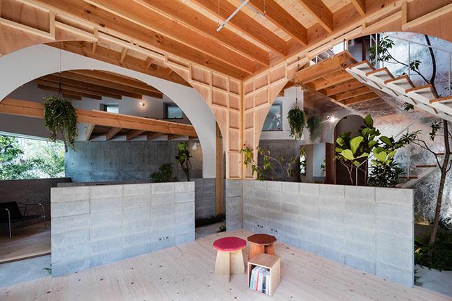 Nhà 2 tầng gây xôn xao giới kiến trúc vì thiết kế... lạ - 5