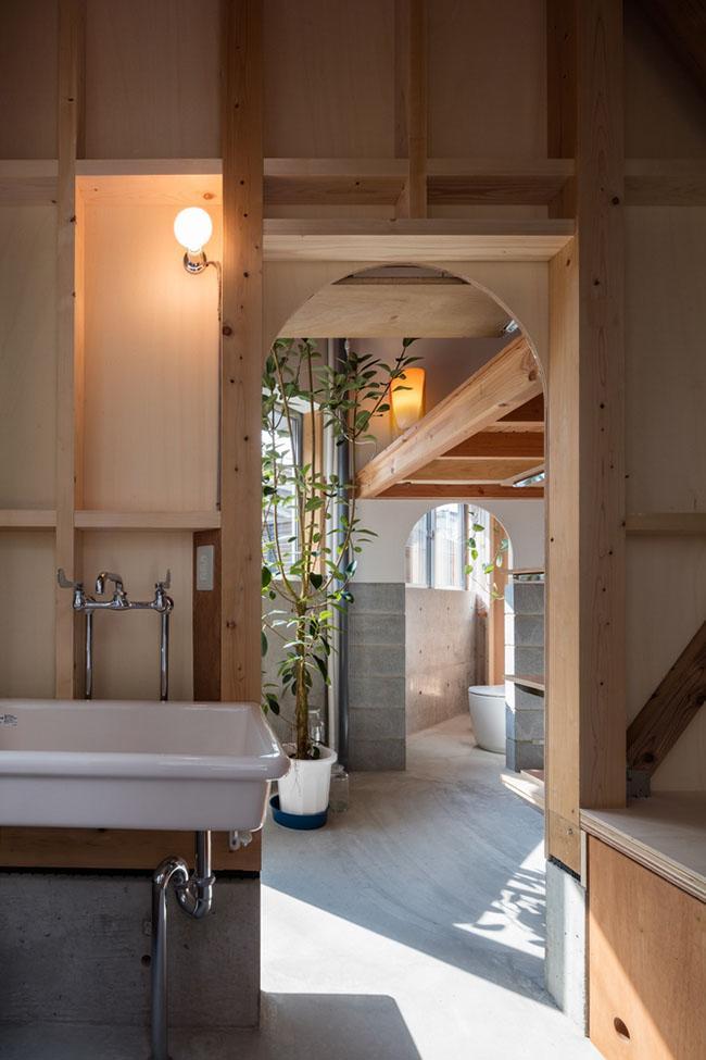 Nhà 2 tầng gây xôn xao giới kiến trúc vì thiết kế... lạ - 6