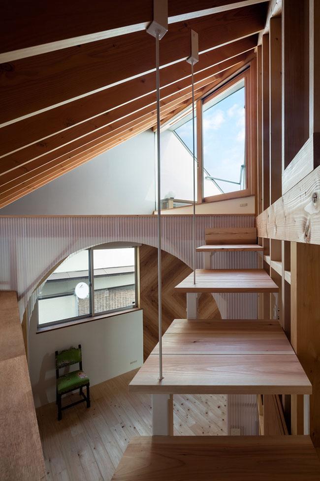 Nhà 2 tầng gây xôn xao giới kiến trúc vì thiết kế... lạ - 8