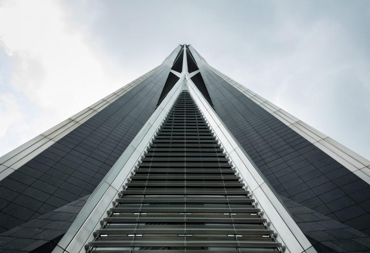 Ngắm tòa nhà hình cây đinh cao thứ 4 thế giới