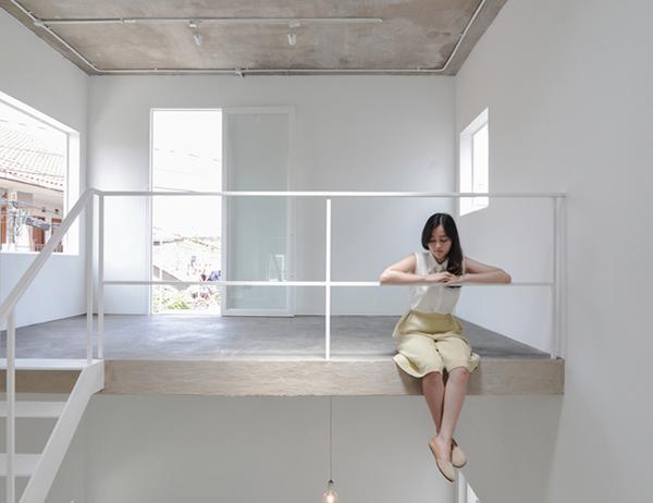 Vợ chồng trẻ xây nhà 2 tầng 45m² ở quê, bình dị mà được lên cả báo nước ngoài - 2