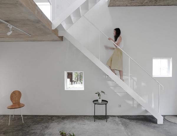 Vợ chồng trẻ xây nhà 2 tầng 45m² ở quê, bình dị mà được lên cả báo nước ngoài - 3