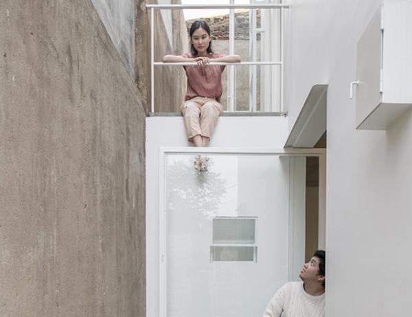 Vợ chồng trẻ xây nhà 2 tầng 45m² ở quê, bình dị mà được lên cả báo nước ngoài - 4