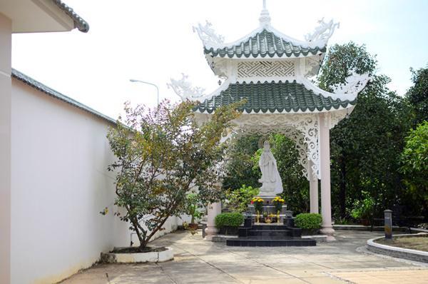 """Ngỡ ngàng biệt thự hướng Phật rộng 2.500m2 của người đẹp """"ở ẩn"""" từng tuyên bố cát-xê 30 cây vàng - 14"""