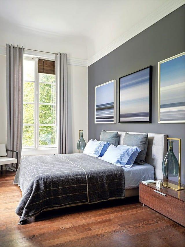 Màu sắc ấm cúng, trầm tĩnh như nâu gỗ, be, xám… được kết hợp hài hòa trong không gian nghỉ ngơi.