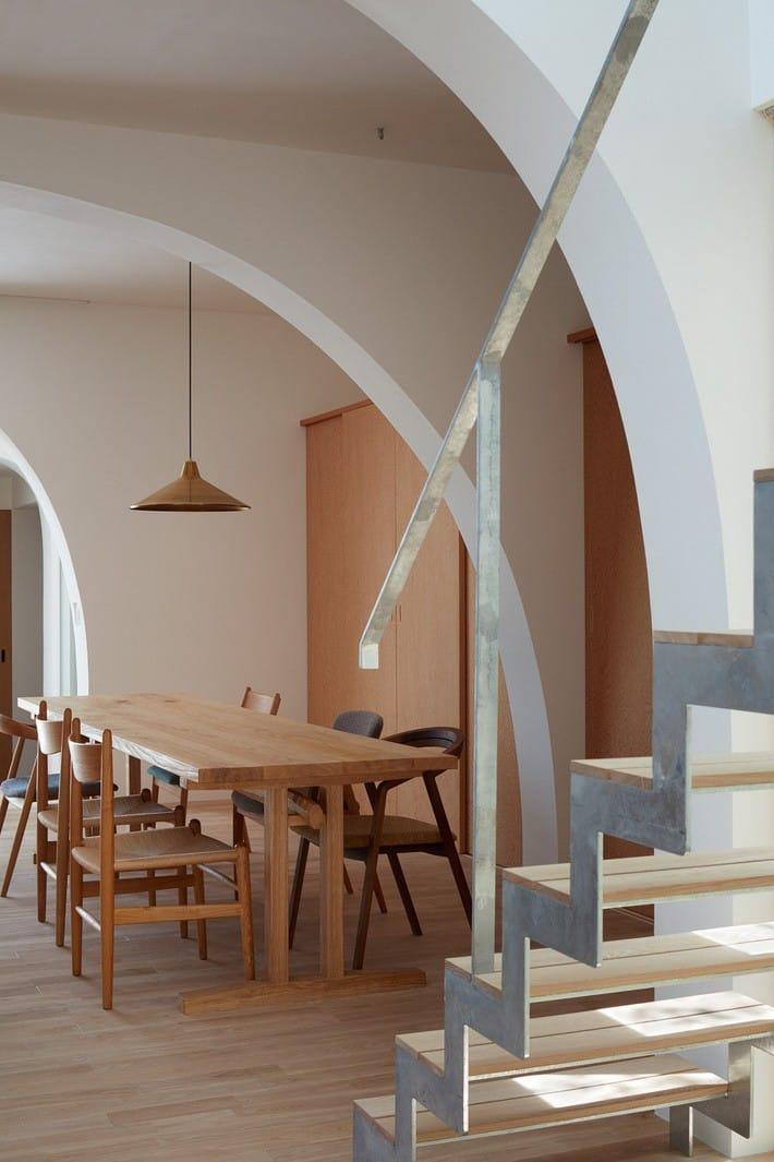 Ngôi nhà bốn tầng có thiết kế mái vòm độc lạ khiến hội những người yêu thích toán hình học phải mê đắm - Ảnh 5.