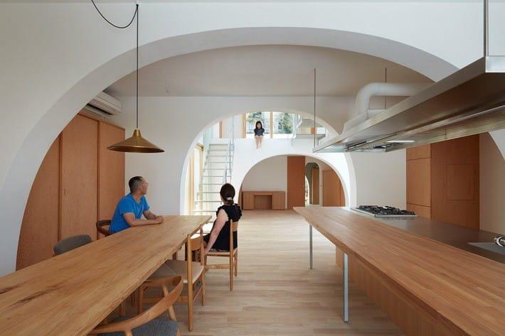 Ngôi nhà bốn tầng có thiết kế mái vòm độc lạ khiến hội những người yêu thích toán hình học phải mê đắm - Ảnh 7.