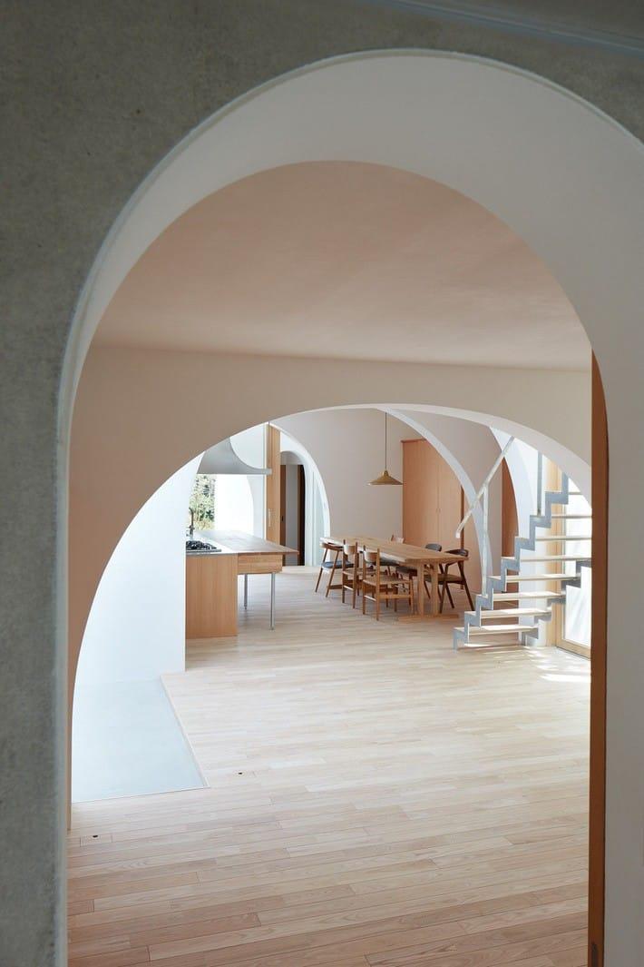 Ngôi nhà bốn tầng có thiết kế mái vòm độc lạ khiến hội những người yêu thích toán hình học phải mê đắm - Ảnh 9.